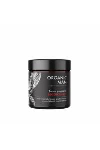 Organischer Mann, der nach Rasurbalsam regeneriert