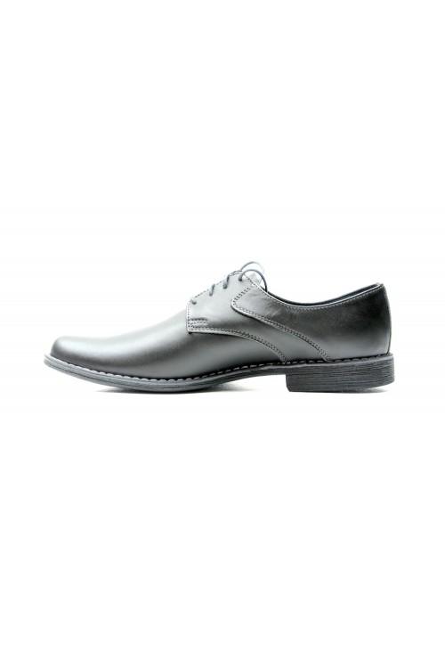 Schwarze Schuhe mit Nähten